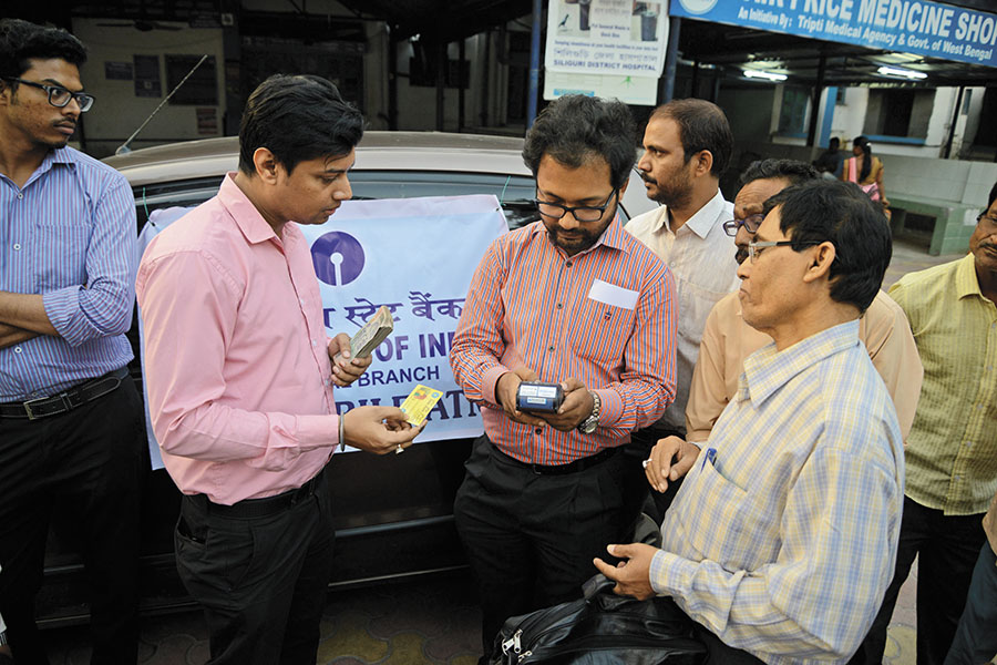 Demonetisation gives a boost to banks, fintech companies